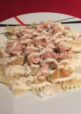Ensalada de pasta con salsa de yogur