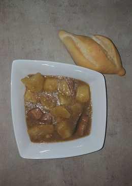 Patatas con carne guisadas