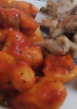 Ñoquis en salsa con pollo al ajillo