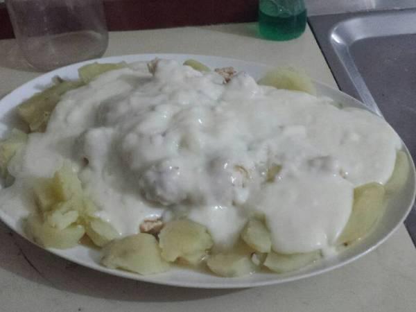 Pechuga de pollo en salsa blanca