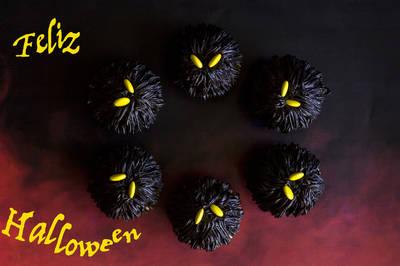 Cupcakes de monstruos negros para Halloween