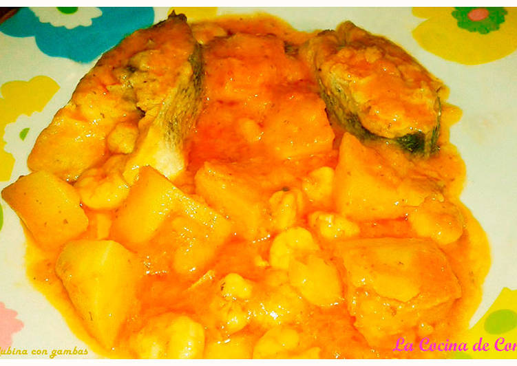 Lubina guisada con patatas y gambas