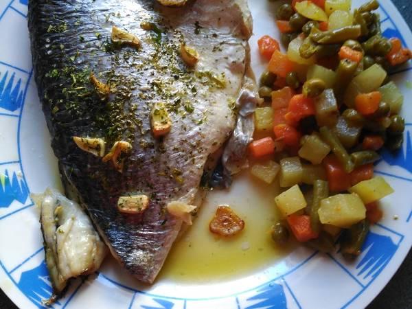 Dorada al horno con menestra de verduras