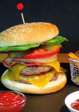Súper hamburguesa casera y patatas gajo