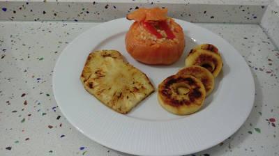 Tomates rellenos con manzana y piña caramelizadas