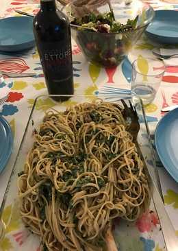 Linguini integral con crema de espinaca, nata, queso y nueces