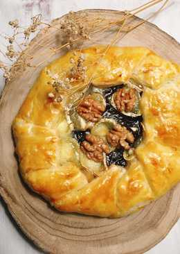 Galette de cebolla caramelizada con queso de cabra