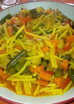 Fideos con verduras de temporada (vegano)