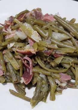 Judías verdes con cebolla y jamón serrano
