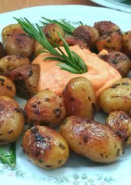 Patató al romero con salsa brava