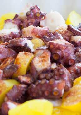 Pulpo á feira con patatas al azafrán
