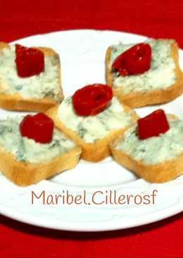 Canapés de queso azul
