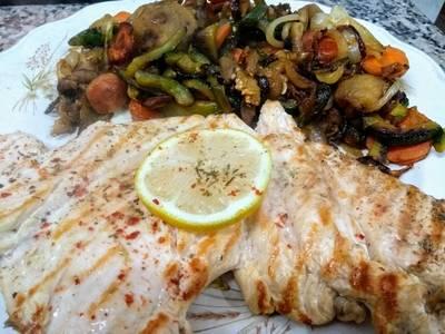 Pechuguita grillada con verduras salteadas light sabrosísima