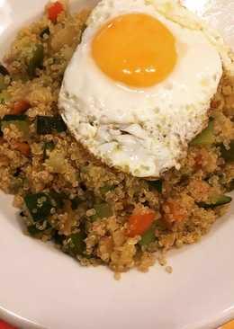 Quinoa con verduras y huevo