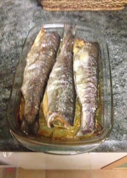 Truchas al horno con patatas y cebolla