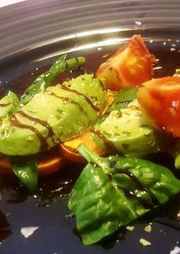Ensalada de boniato, espinacas y aguacate
