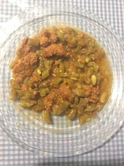Ejotes con longaniza en salsa verde