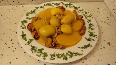 Chocos con patatas y mejillones