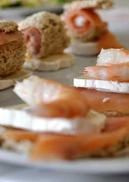 Canapés de salmón ahumado con queso de cabra