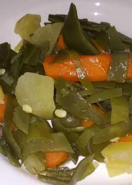 Judías verdes con papa y zanahoria