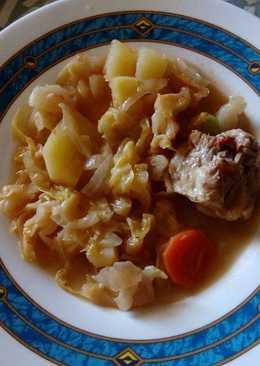Repollo con patatas y rabo
