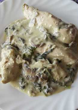 Pechugas de pollo con espinacas y champiñones