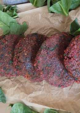 Hamburguesas de quinoa, remolacha y espinacas