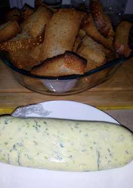 Mantequilla de ajo perejil de pistacho, dálites o higos