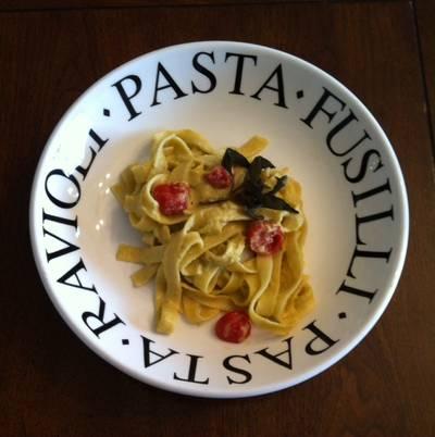 Pasta con pesto de almendras a la siciliana