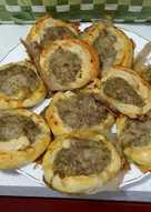 Tortitas de carne y hojaldre