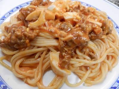 Spaguettis con huevos y carne picada