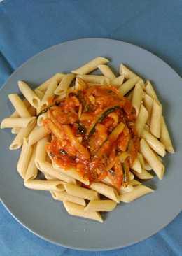 Pasta integral con salsa picante de calabacín