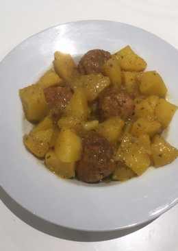 Patatas con albóndigas