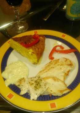 Pollo a la plancha, salsa tártara y pimientos caramelizados