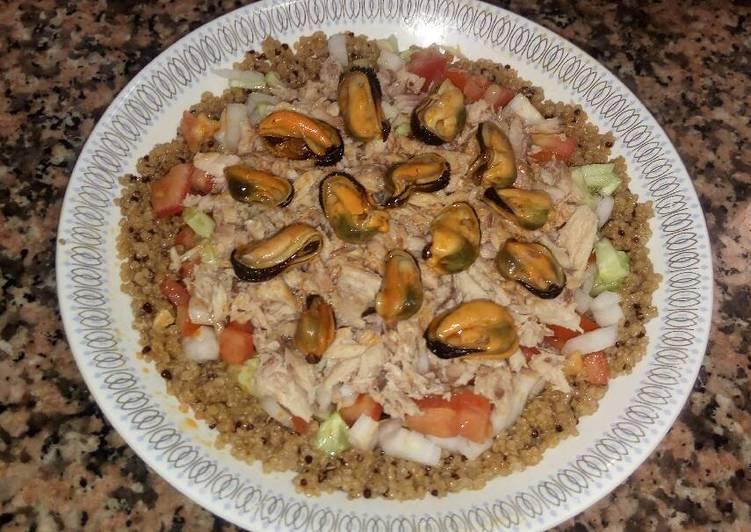 Ensalada con quinoa, caballa y mejillones