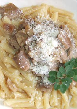 Pasta con salsa de setas, castañas y almendras