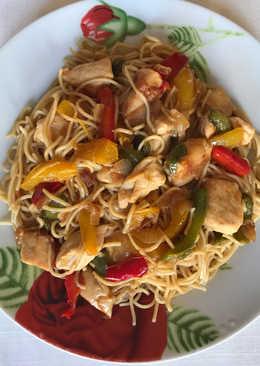 Fideos chinos de trigo con pollo