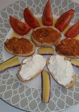 Aperitivo de sobrasada y queso philadelphia