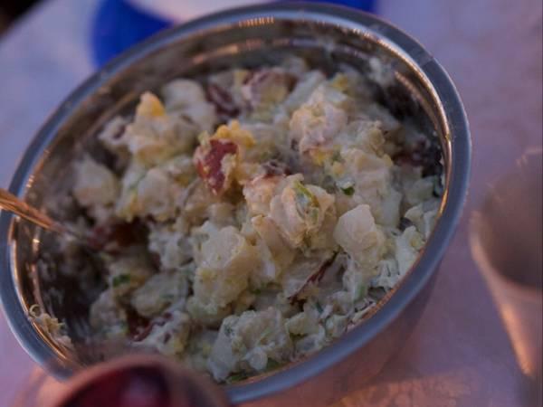 Ensalada de papas con cebolla de verdeo