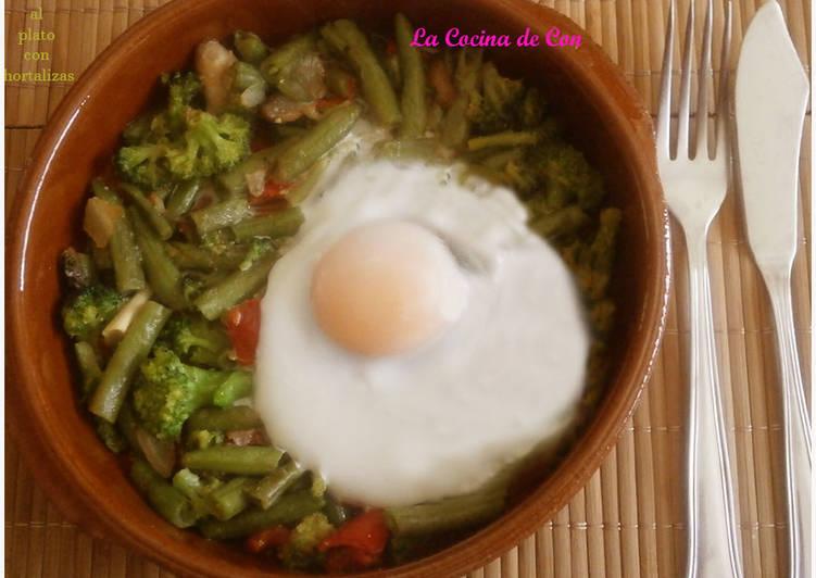 Huevos al plato con hortalizas