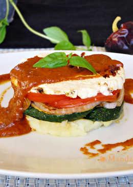 Timbal de verduras y feta con salsa de ñoras