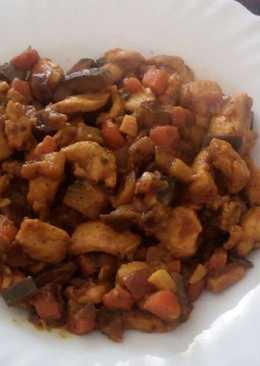 Pollo con pisto al curry