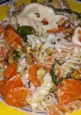 Pasta con zanahorias y mayonesa a la albahaca con nueces