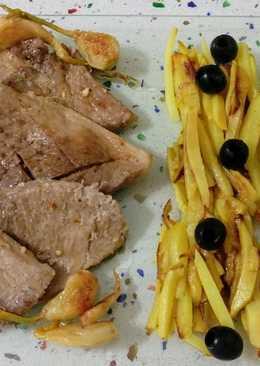 Filetes de jamón al ajillo y salteado de verduras con frutos secos y aceitunas