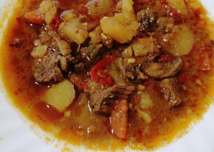 f629a62e1 Carne guisada con patatas y champiñones Receta de Irene - Cookpad