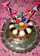 Pastel de cumpleaños 🎂 con bases de bizcocho de chocolate 🍫