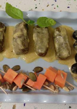 Rollitos de acelgas con arroz y crema de papaya y albahaca