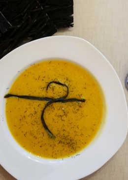 Crema de calabaza con avena, cúrcuma y alga espagueti de mar