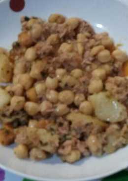 Garbanzos con con patatas y pescado en lata