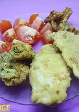 Pechuga de pollo rebozada con alcachofas y manzanas